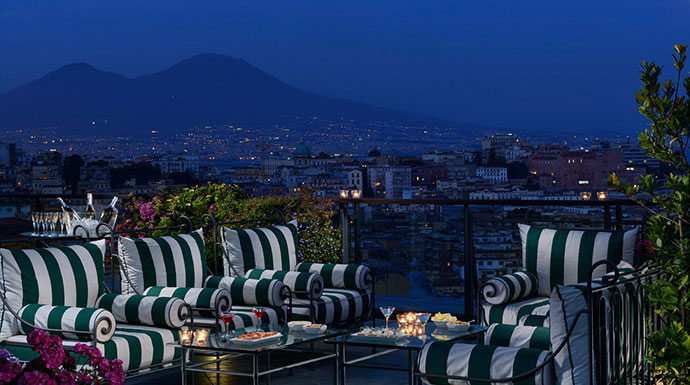 Esperienze e Week end Bidder's Bar presso Grand Hotel Parkers, Napoli bidder's bar